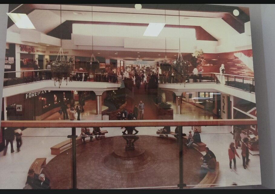 Des Moines Shopping >> Merle Hay Mall Circa 1980 Des Moines Iowa Iowa The Monks