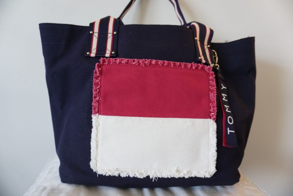 388884286bba Tommy Hilfiger Classic Tommy Flag Extra-Large Canvas Tote Bag (Navy ...