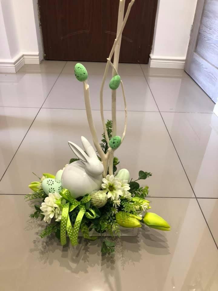 Pin By Emilia Kaczmarek On Wielkanoc Easter Centerpieces Easter Flower Arrangements Easter Arrangement