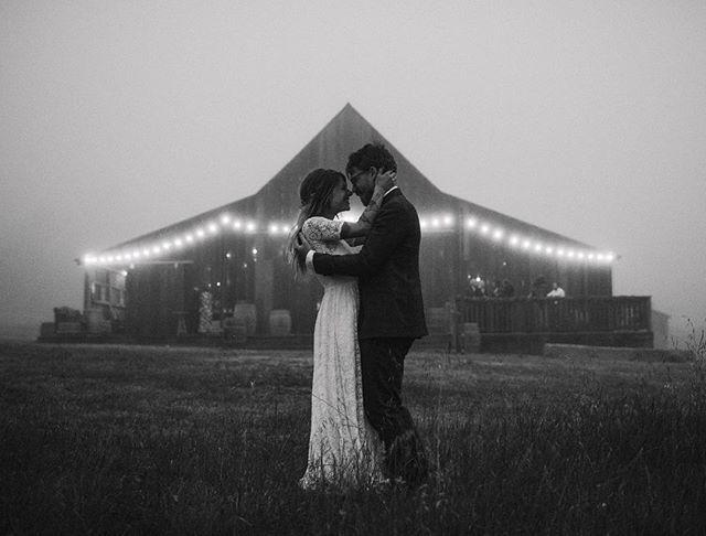 The most romantic time of night.  Instagram Profile: @sarakbyrne  Source/Origem: https://www.instagram.com/p/BV3Pp_yFQNK/