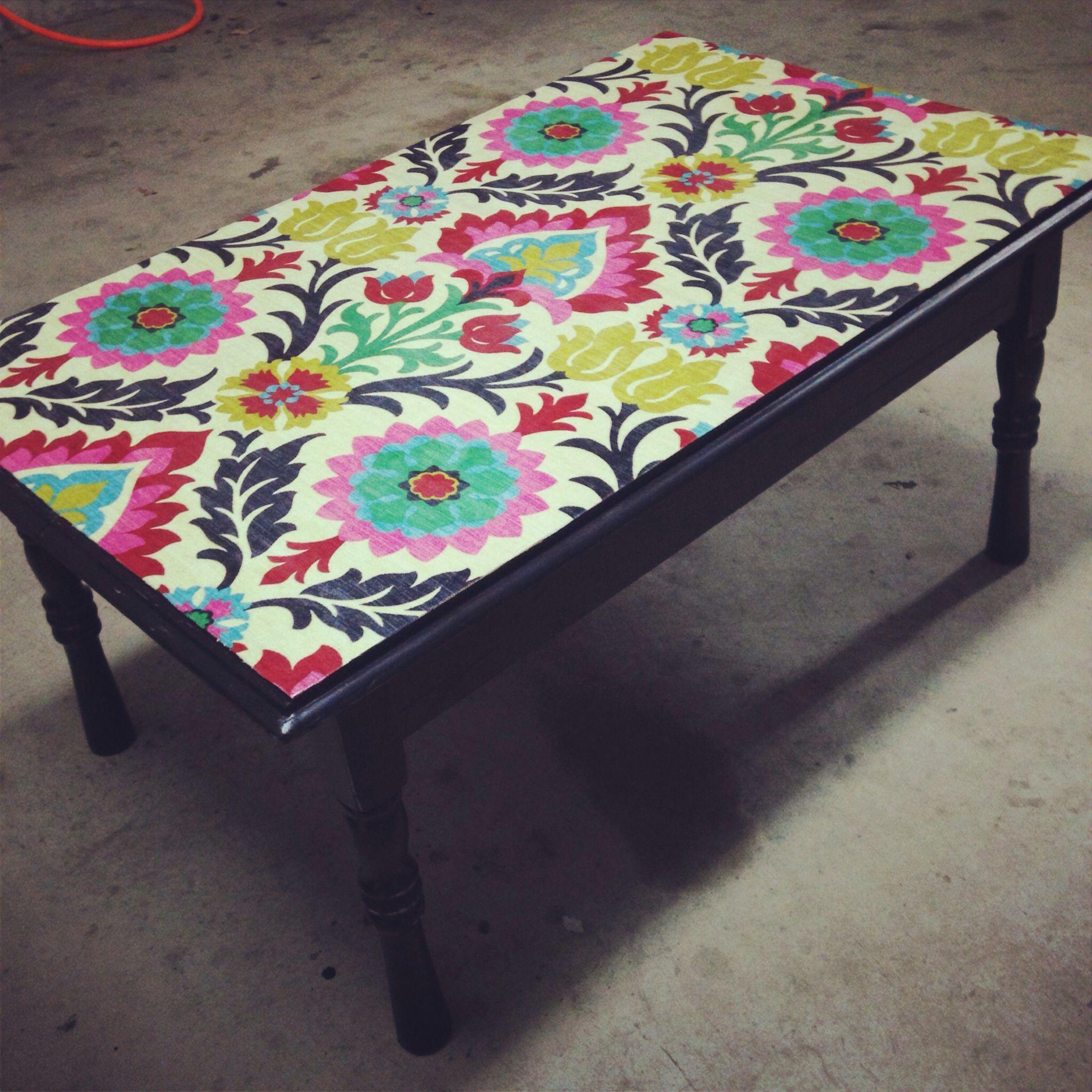 Mod Podge (decoupage) fabric onto a castaway coffee table ...
