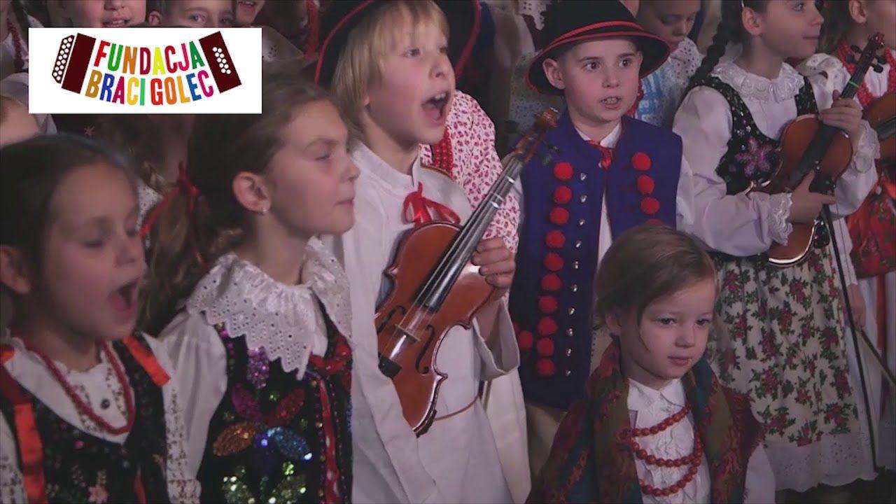 Fundacja Braci Golec W Lesie Sosna Rosnie A Wcora Z Wiecora Nowosc Polen Feiern