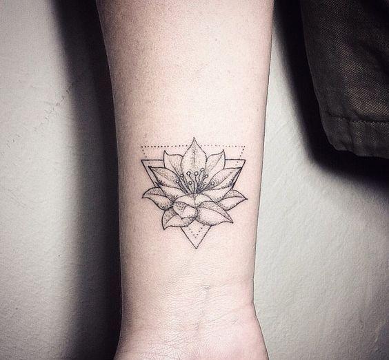 Significado Y Diseños De Tatuajes De Flor De Loto Tatuaje