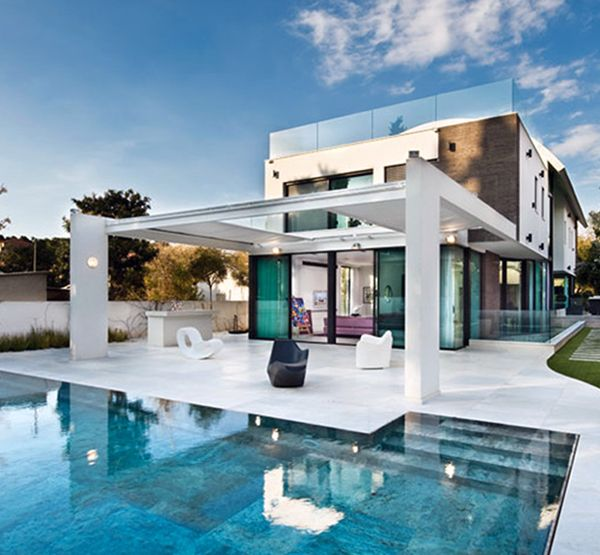 Modern house design with swimming pool swimmingpools for Modern mediterranean house exterior