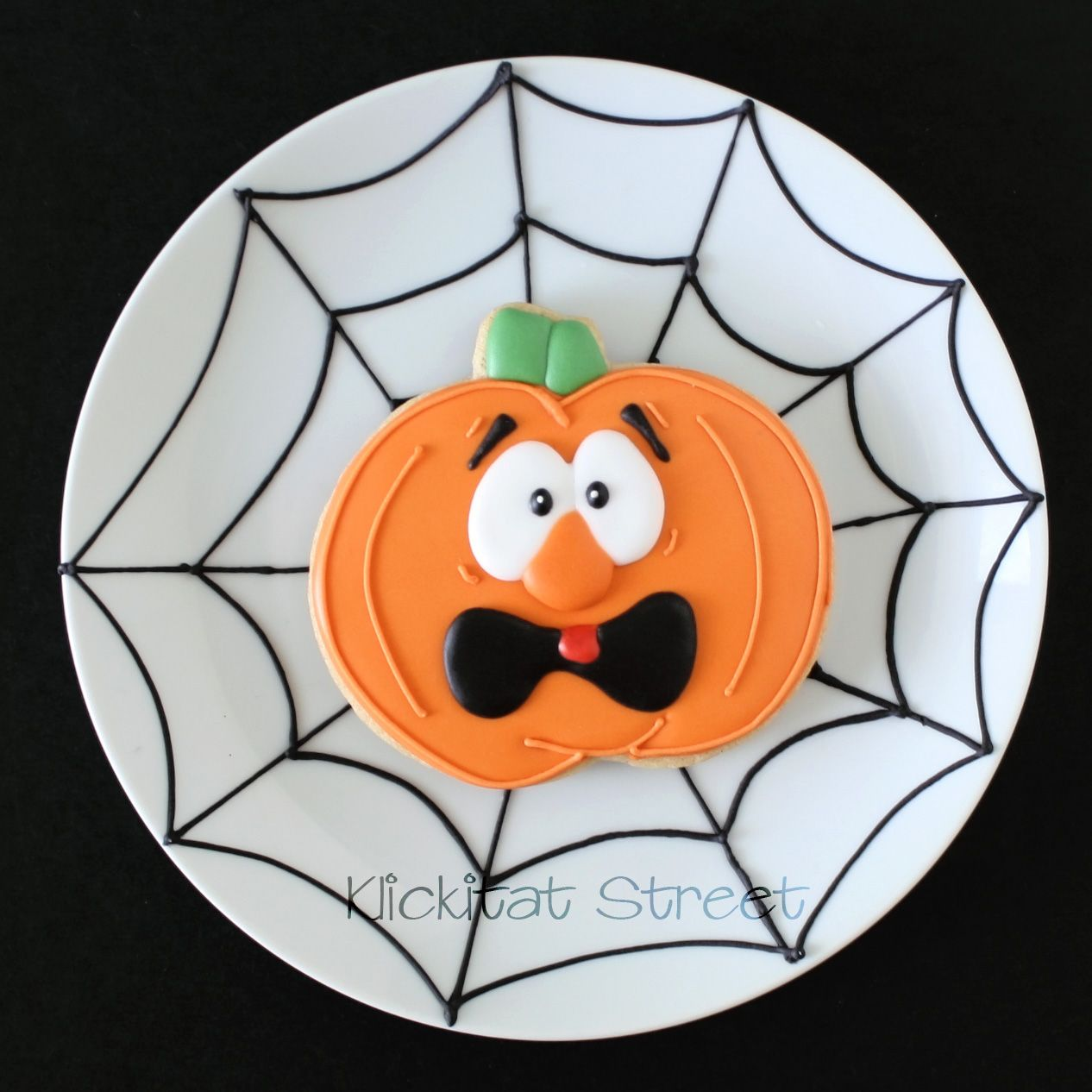 Halloween is right around the corner....       Hehe, it has a way of sneaking up on you doesn't it? When you want to make fresh an...