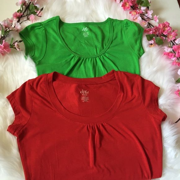 NEW LISTINGStarburst bundle of 2 tops EUC. Only worn once. Two tops in size small. Red and green. MT Dots Tops