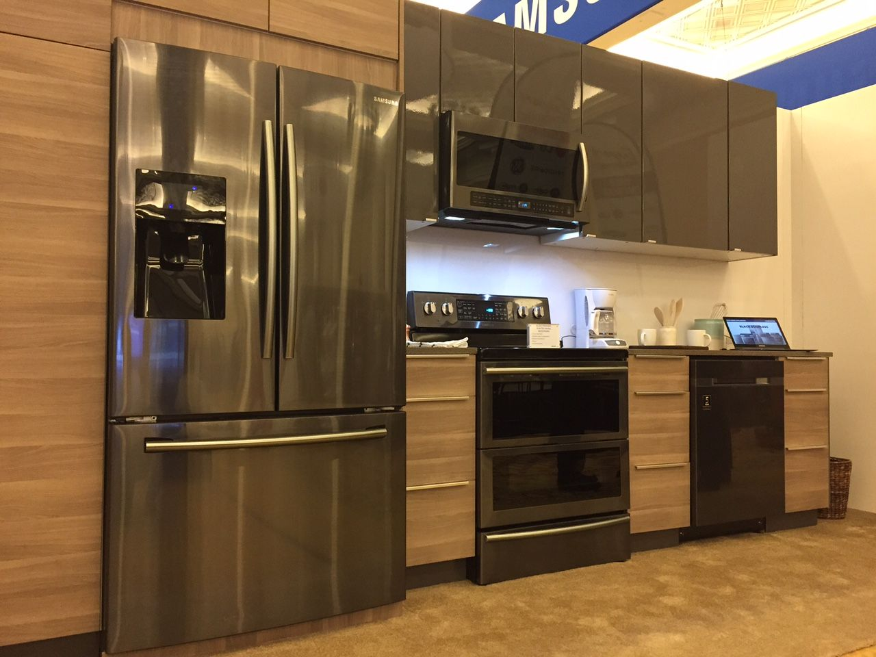 Black Stainless Steel Kitchen Liances Durable And Less Smudging