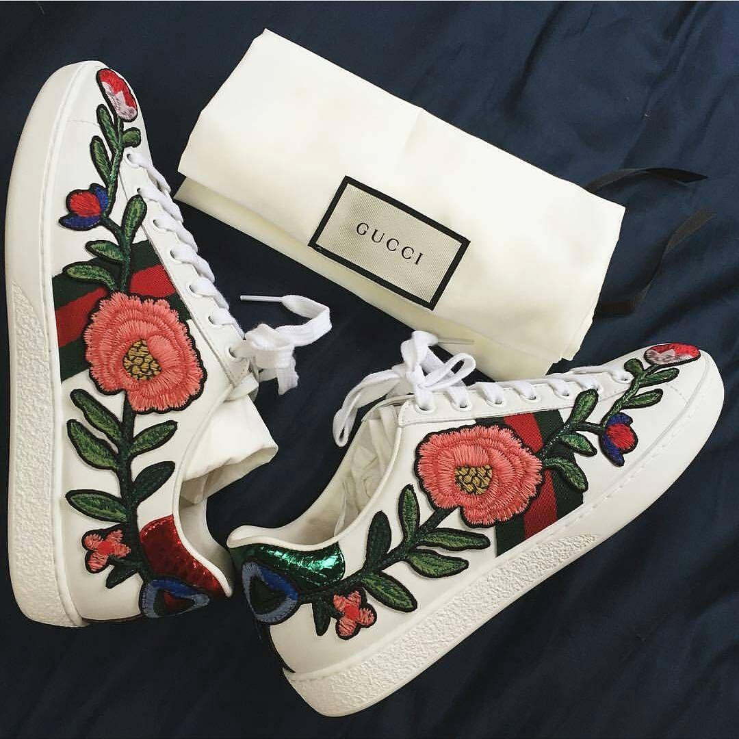 7a9191598cf Les sneakers brodées de Gucci.