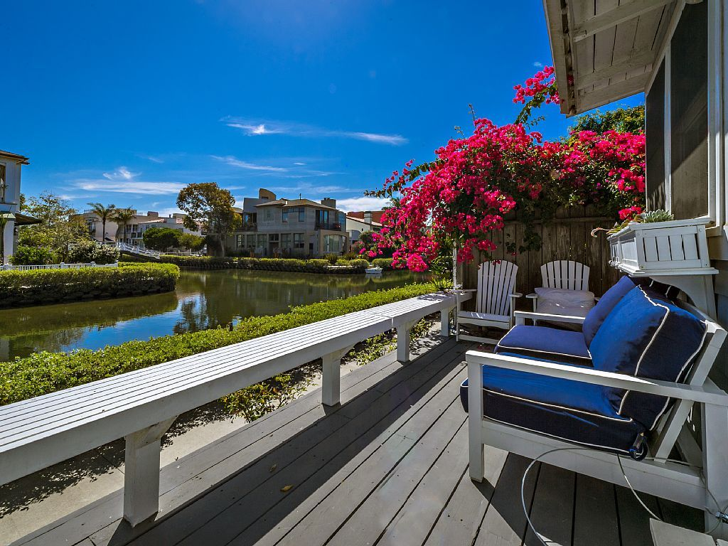 Cottage Vacation Rental In Venice Los Angeles Ca Usa From Vrbo Com Vacation Rental Travel Vrbo Vacation Home Beach Cottages Venice Canals