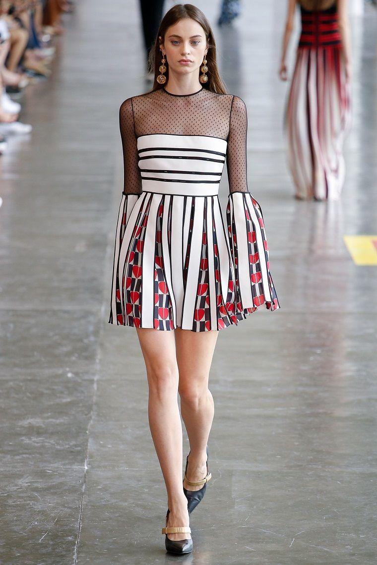 dc708173e9 Idea per dei vestiti eleganti donna, abito corto con parte alta ...