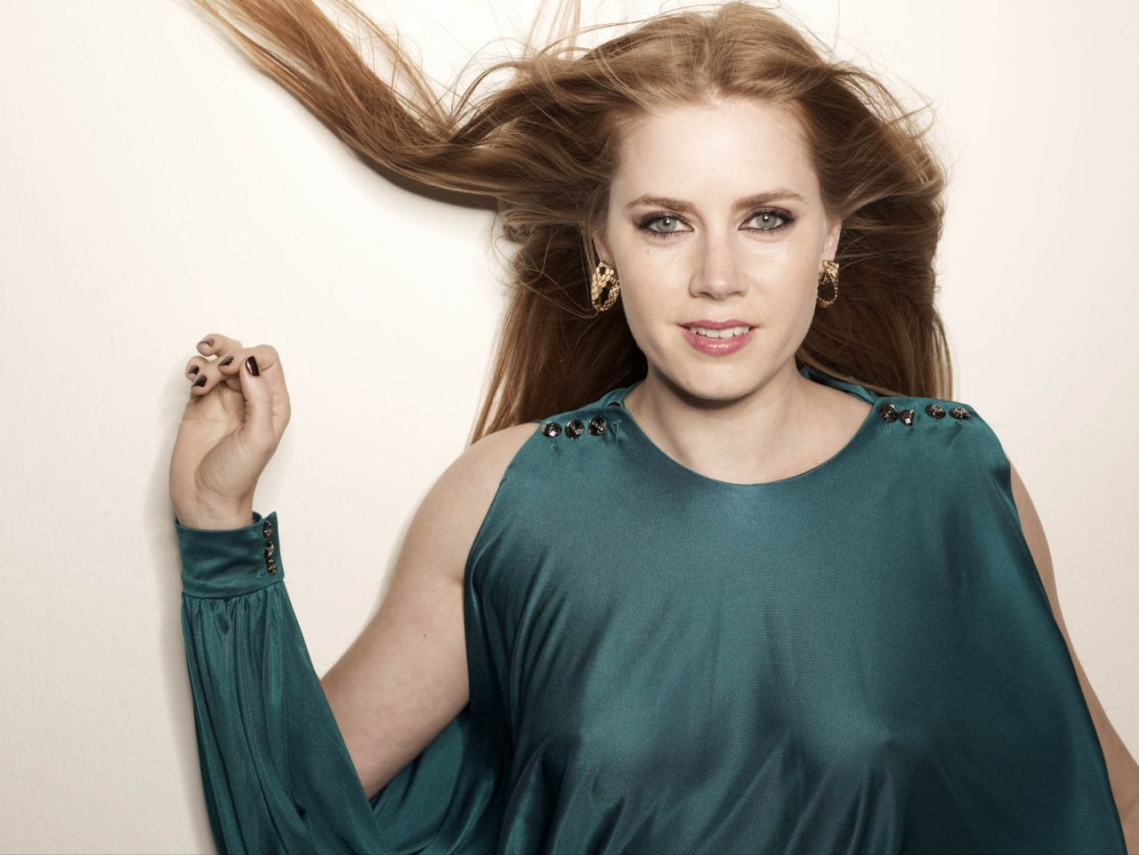 Amy Adams No Bra And Thin Top Celebrity Cleavage In Plunging Revealing Fashion