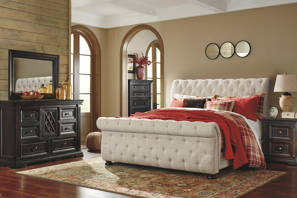 Willenburg Queen Upholstered Sleigh Bed Ashley Furniture