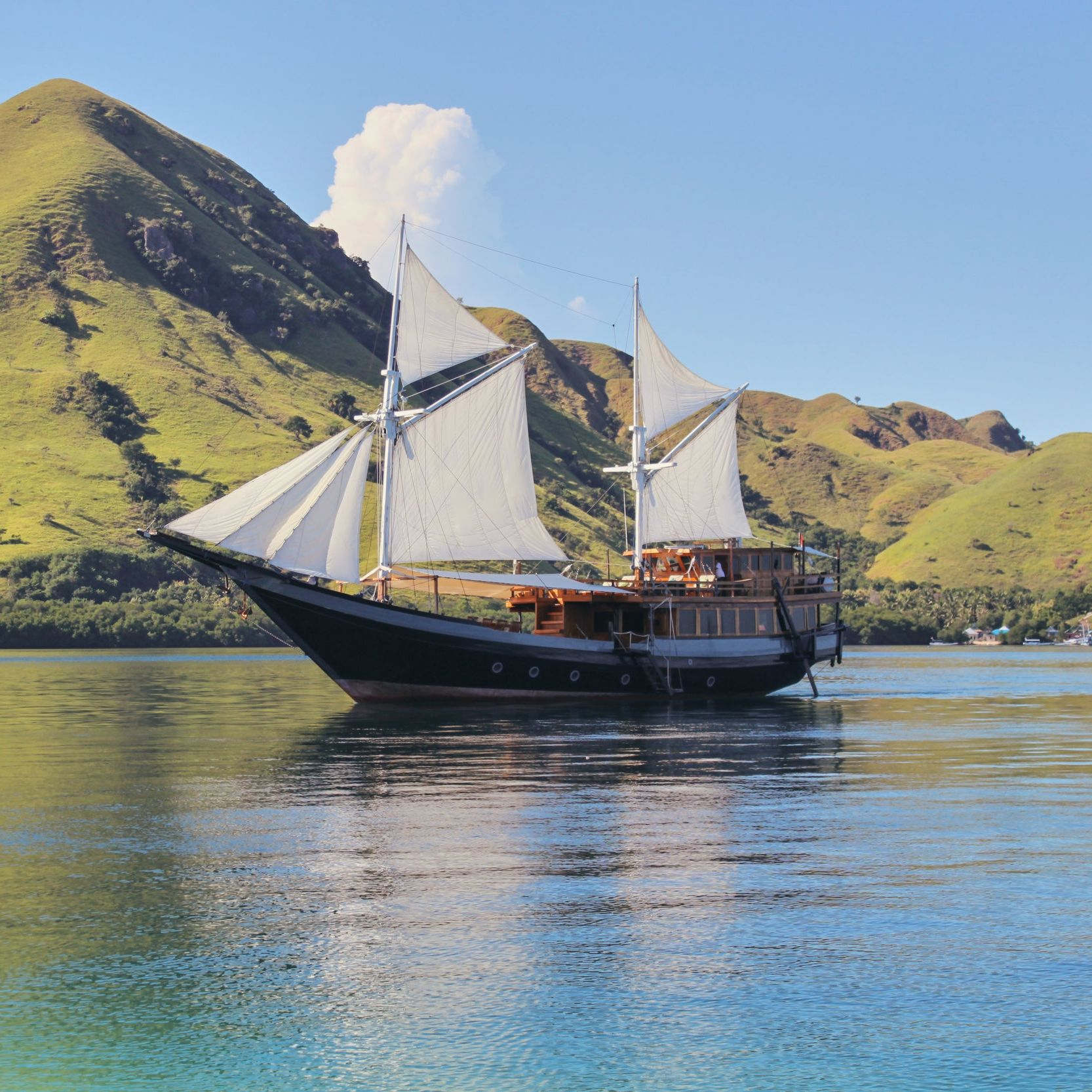 Labuan Bajo Tour Package Flores Komodo Tour Hello
