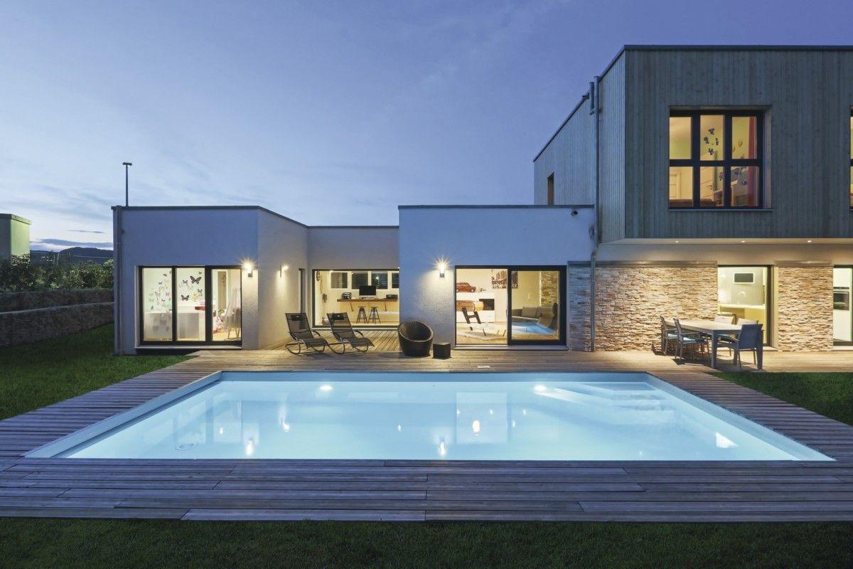 Modernes Design-Haus mit Pool - WeberHaus Fertighaus Stadtvilla ...