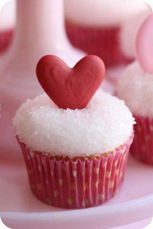 35+ Valentine's Day Cupcake Ideas - Royal Icing Design Valentine's Cupcakes