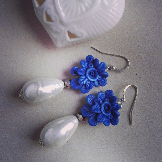 Elegant Earrings with cobalt blue bouquet  polymer clay and pearls on Etsy € 18,00