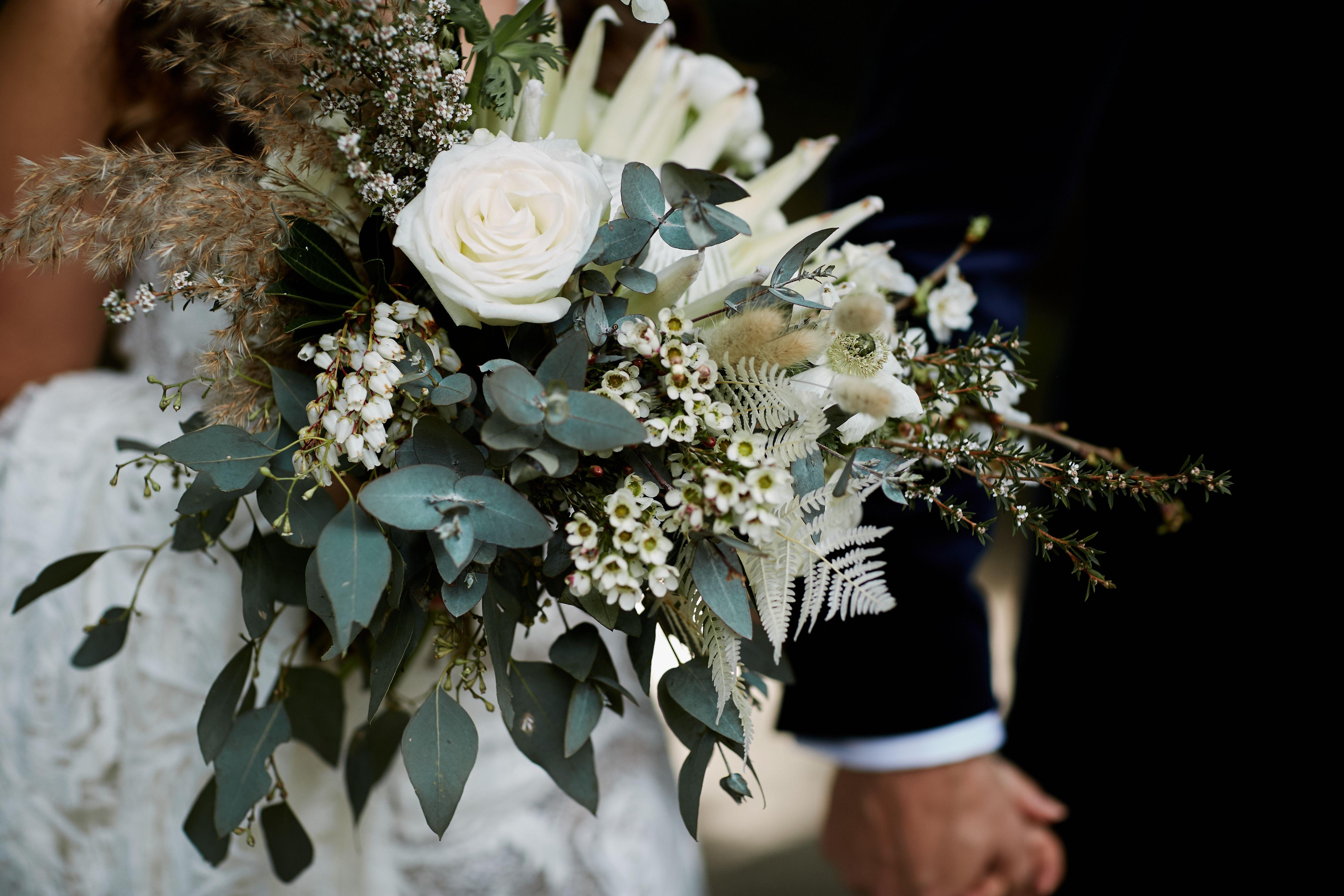Neutral Tone Bridal Bouquet In 2020 Coast Wedding Central Coast Wedding Venues Wedding Arch