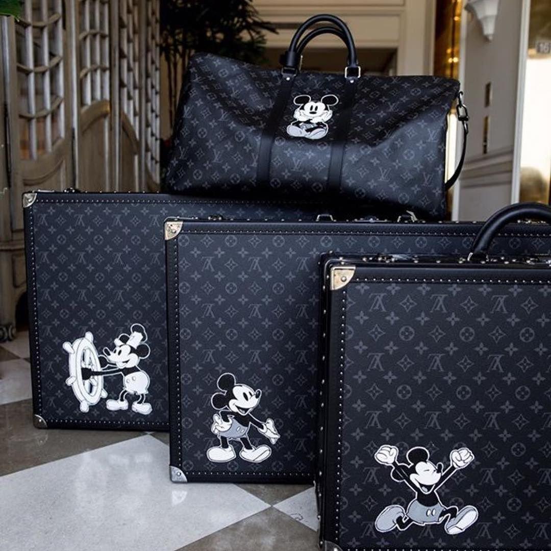 Jealous of John Mayer s  louisvuitton Mickey Mouse Luggage.  johnmayer   louisvuitton  lvmickey  louisvuittondisney . ebed482e526