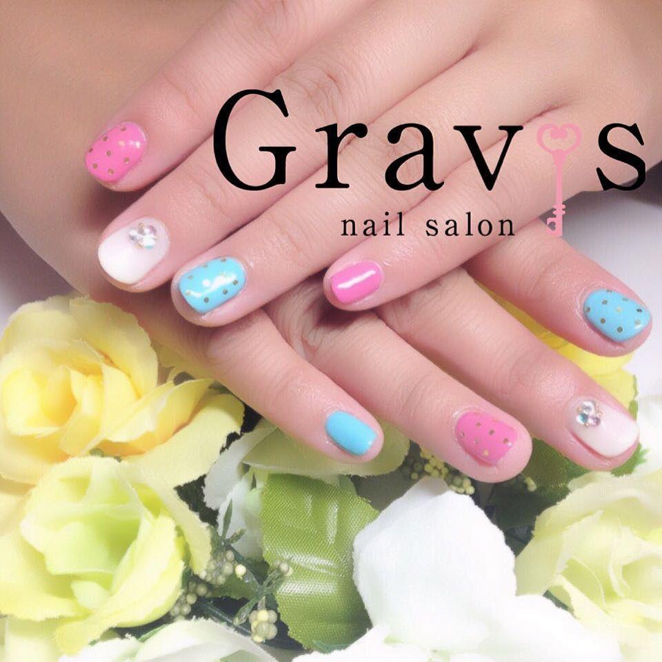 Gravis-Lily- 大場です  お客様nail ピンクとスカイブルーでポップで可愛らしくなりました . #ネイルサロン#水玉#ピンク#ブルー#ホワイト#ジェルネイル#ワンカラー#pinku #mizutama #White #funabashi #jelnail #Gravis #nailsalon #popネイル
