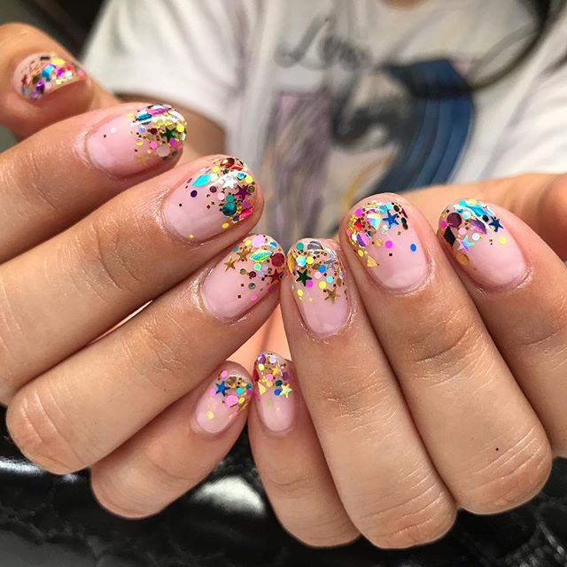 Hey Nice Nails Pa Instagram Confetti Sparkles For Cindy Cindazenails Longbeach Nailart In 2020 Short Nails Art Star Nail Designs Confetti Nails