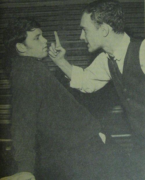 """oldflorida: """"Hoje na história FSU: quinta-feira dezembro 5, 1963, estudante da Universidade Estadual da Flórida e estrela do rock futura, Jim Morrison apareceu em uma produção campus teatro jogando Gus em Harold Pinter,"""" The Dumb Waiter """"""""."""