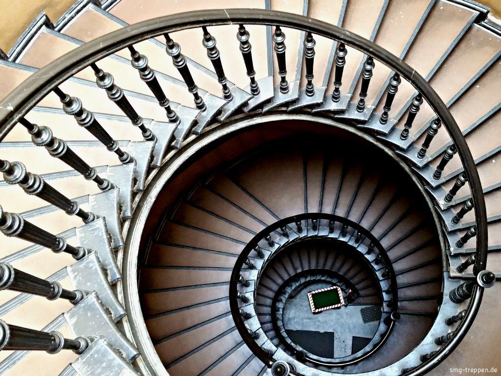 Großartig Holz Treppe Design Atmos Studio Fotos - Die Designideen ...