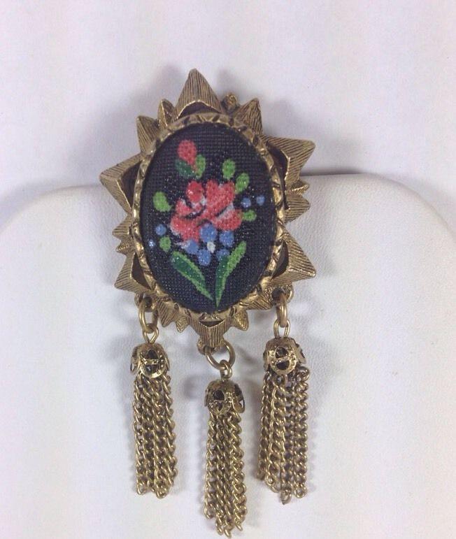 Vintage Costume Gold tone Brooch/pin Tassels Red Rose Design details Nice #Unsigned