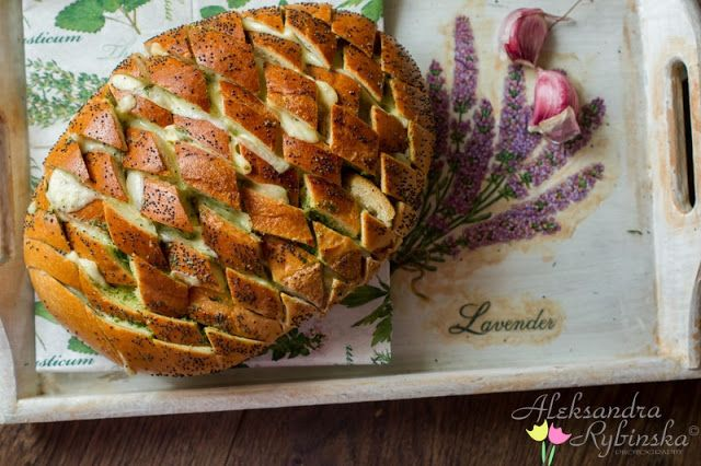 Aleksandra's Recipes: Gouda and garlic butter pull apart bread (with step-by-step photos)