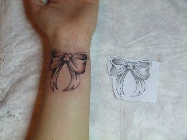 ribbon bow tattoos | Pubblicata il 8 Aprile 2013