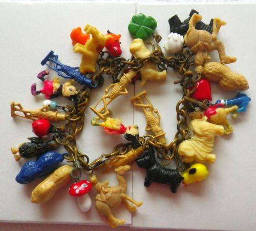 Vintage-charm-bracelet-plastic-30-charms-Mr-Peanut-Cracker-Jack
