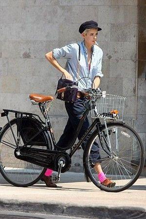 海外の自転車 ファッションがオシャレで可愛い スナップ画像 随時更新中 Naver まとめ Bicycle Fashion Bicycle Chic Cycle Chic