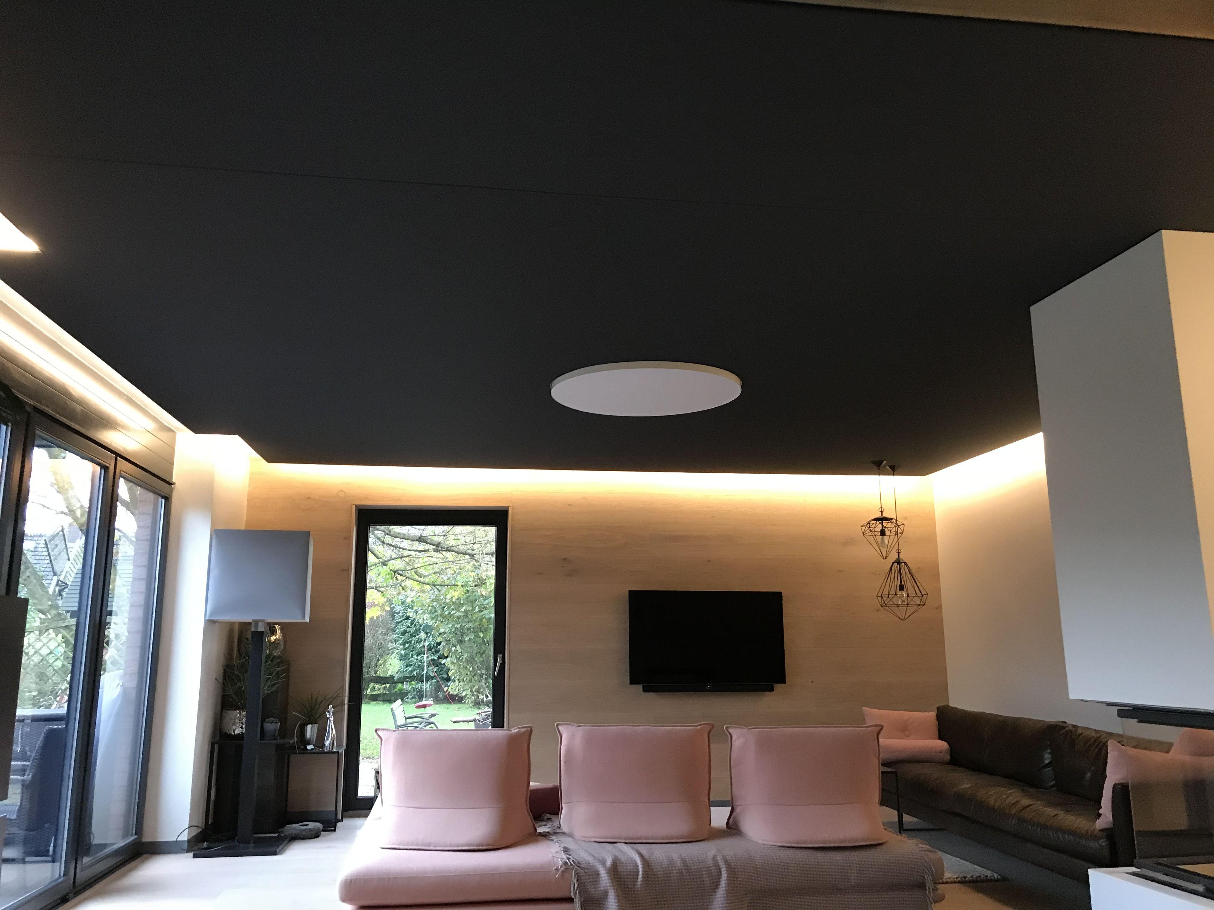 Gewebespanndecke In Anthrazit Mit Indirekter Beleuchtung Im Wohnzimmer Moderne Deckengestaltung Wohnzimmer Wohnzimmer Ideen