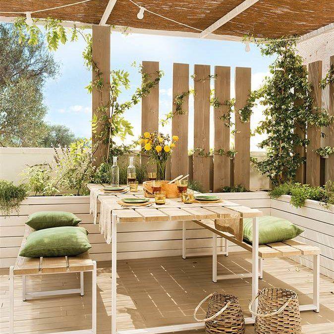 Porche con comedor bajo techo de ca izo jardines y for Tejados de madera y canizo