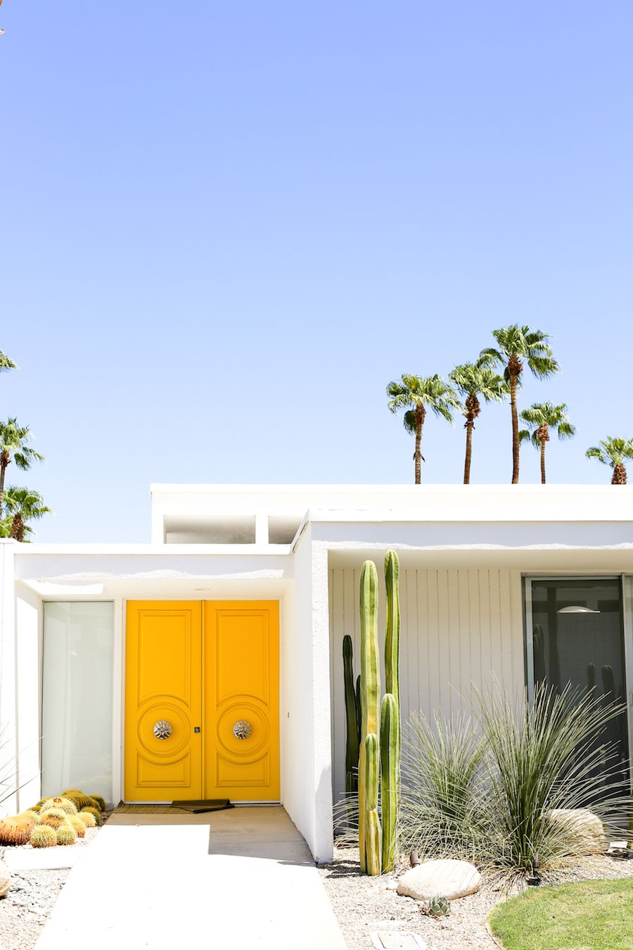 Take A Self Guided Palm Springs Door Tour To Check Out All The Bright And Colorful Front Doors Download A Free Palm Springs Houses House Exterior Palm Springs