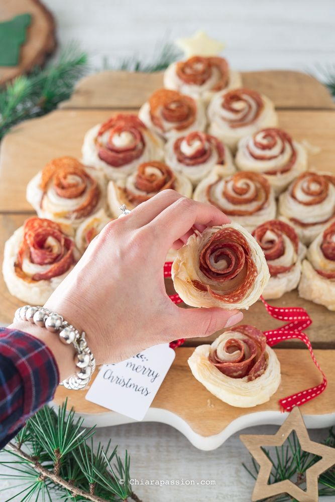 Albero Di Natale Di Pasta Sfoglia.Albero Di Natale Rose Di Pasta Sfoglia Ricetta Con Immagini Pasta Sfoglia Idee Alimentari Ricette Preferite