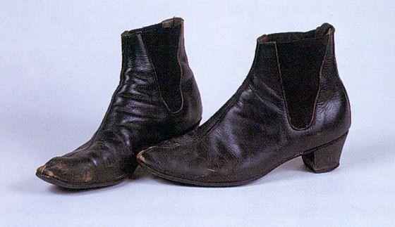 romanovsinthehizzouse:John Lennon's Shoes