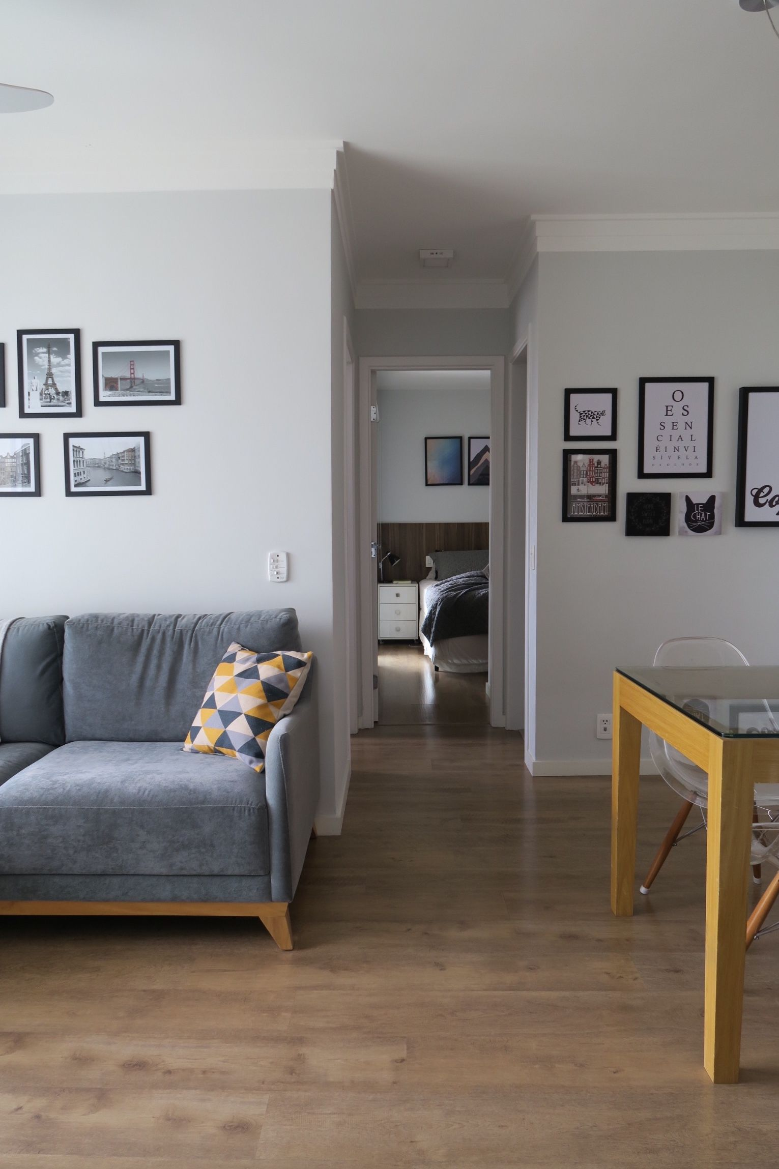 Sala pequena apartamento pequeno 60m2 paredes cinza for Pintura para apartamentos modernos