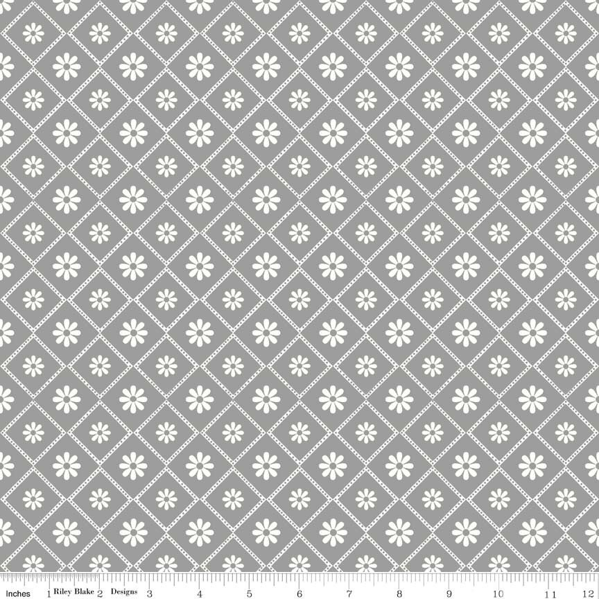 http://www.plushaddict.co.uk/all-fabric/quilting-fabric/by-collection/riley-blake-parisian/riley-blake-parisian-parisian-diamond-gray.html Riley Blake - Parisian - Parisian Diamond Gray