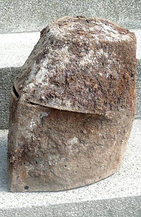 Great helmet knight helm for fight on hirse 1200 13th century Kbelcová  přilba Dalečín 7e37dbb550a