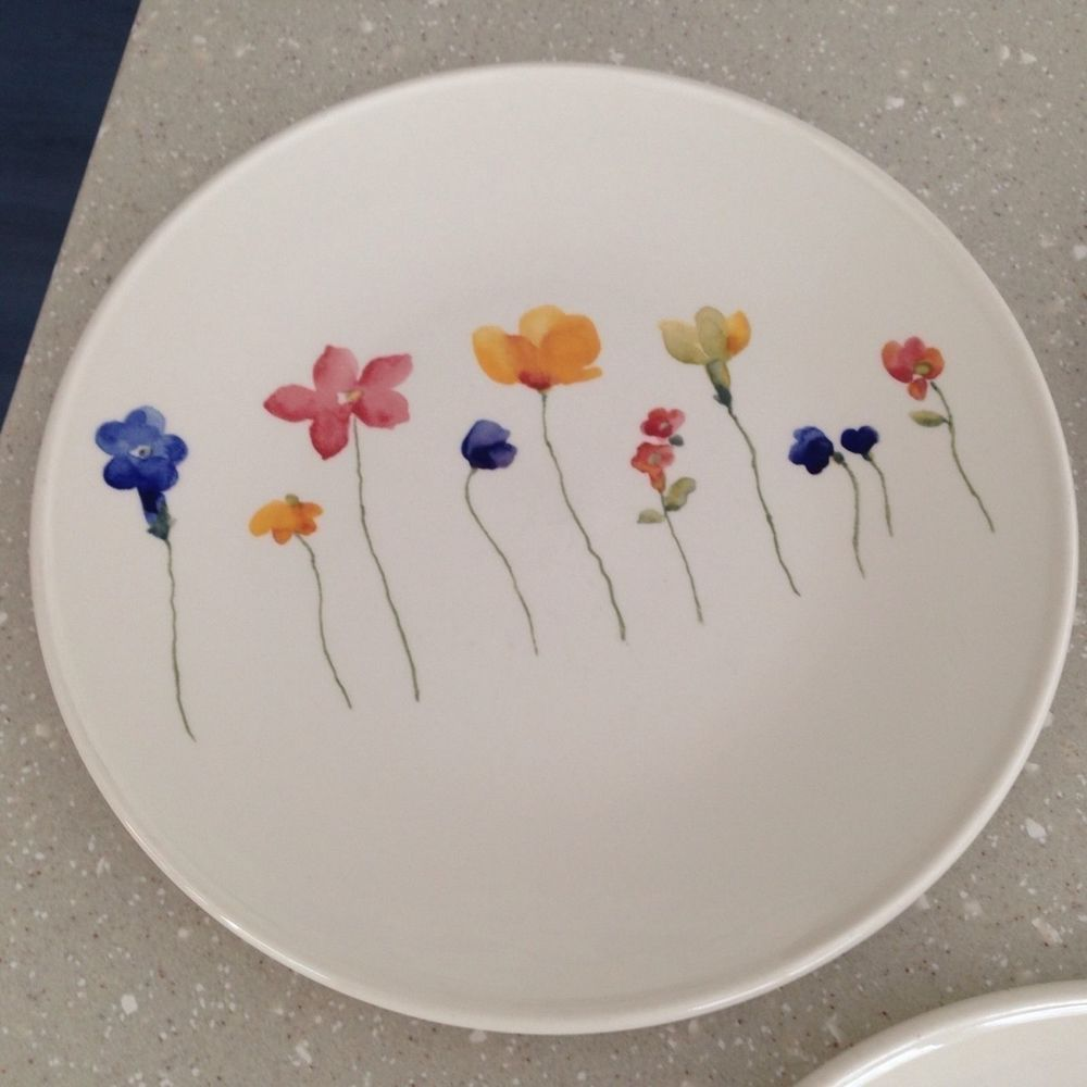 Royal Stafford Scattered Flowers Dinner Plate Made England EUC! & Royal Stafford Scattered Flowers Dinner Plate Made England EUC ...