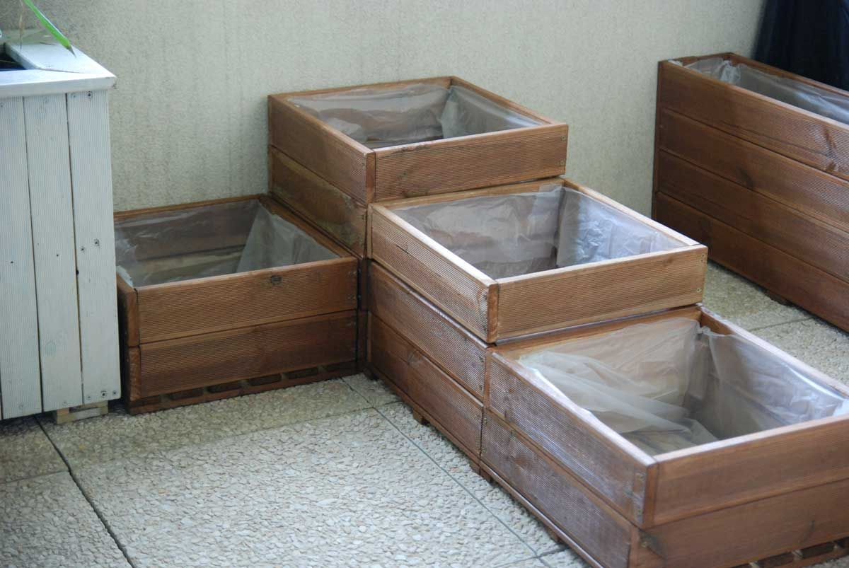 fabriquer un carr potager pour balcon ou terrasse. Black Bedroom Furniture Sets. Home Design Ideas