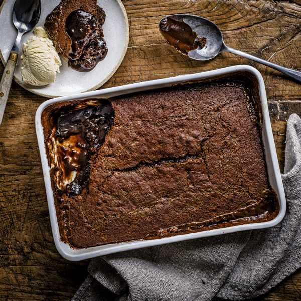 Sticky toffee self-saucing pudding