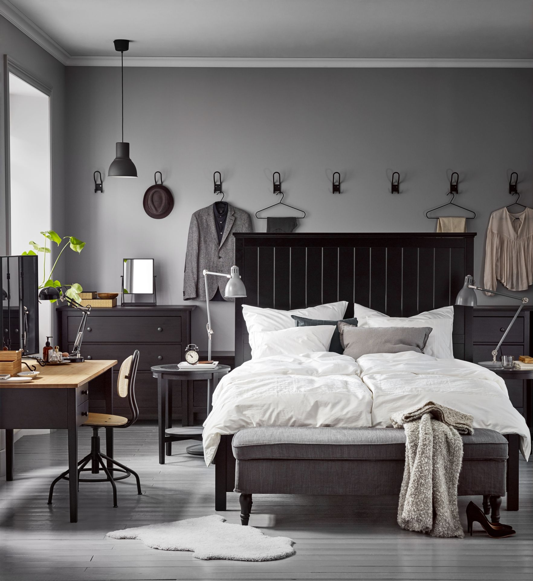 Stocksund bankje ljungen grijs zwart hout nachtkastje for Slaapkamer bed