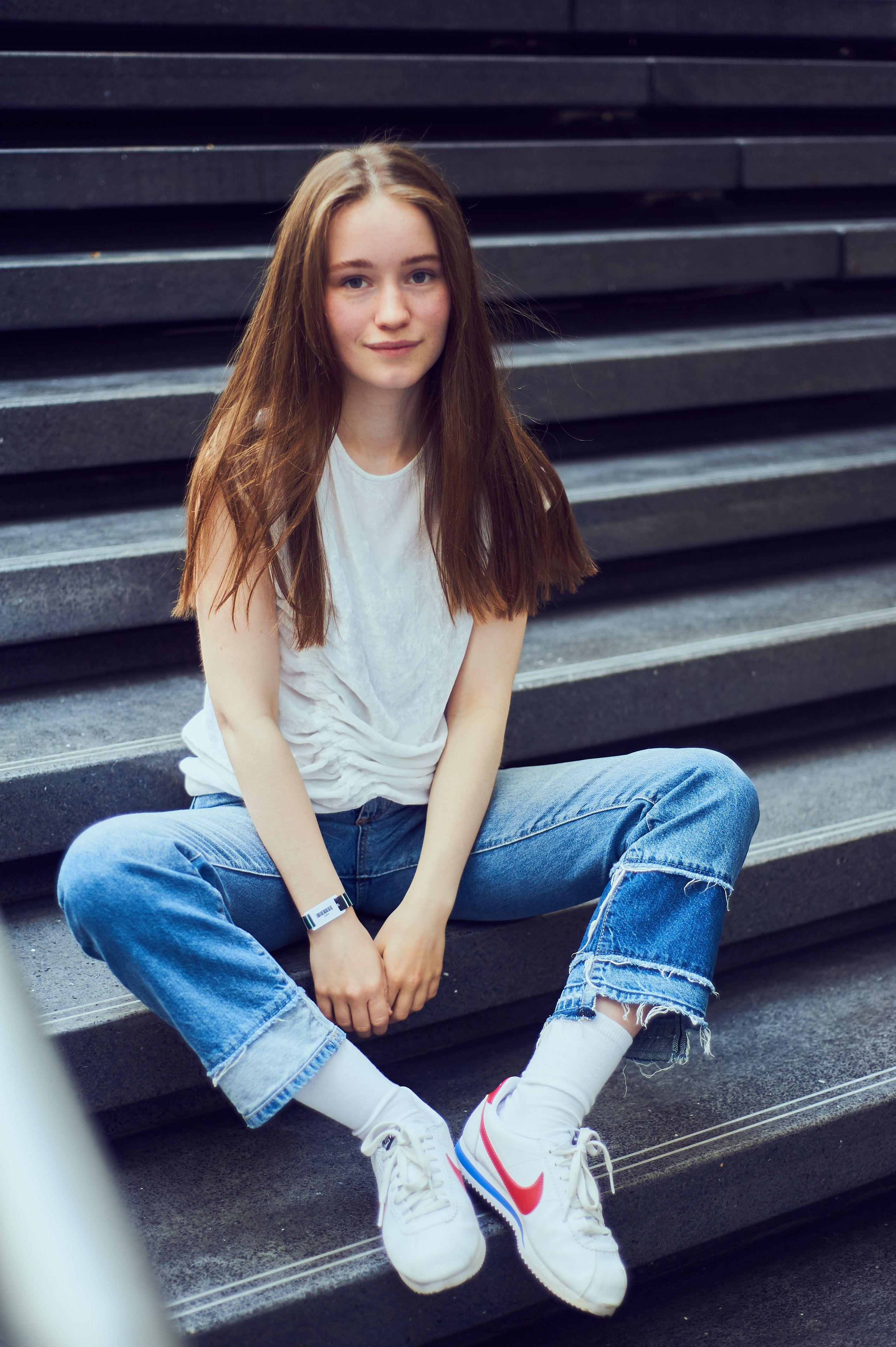 Norwegian Scandinavian Pop Artist Pop Star From Norway Sigrid Solbakk Raabe Stage Name Sigrid Modelos Roupas Roupas Vintage
