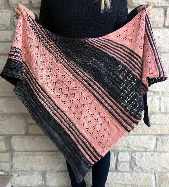 Blooming Texture Shawl pattern by Tina Tse | Chal, Ponchos y Dos agujas