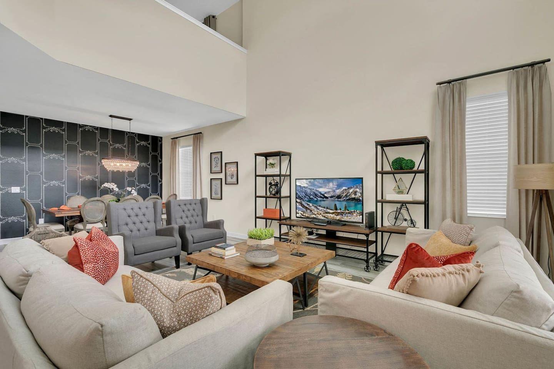 5 Bedroom Single Family Storey Lake Resort Close to