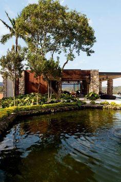 Casa de Fazenda em Caucaia do Alto, distrito deCotia, na Grande São Paulo | arquitetura de Daniele Skubs e interiores por Fabio Galeazzo