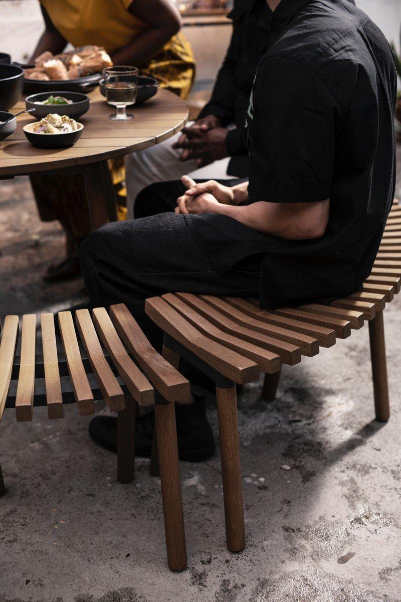 Ikea Deutschland Aus Robustem Eukalyptus Gefertigt Bequem Und Einladend Das Durchdachte Design Des Overallt Tisches Macht Ihn Ikea Hocker Ikea Gartentisch