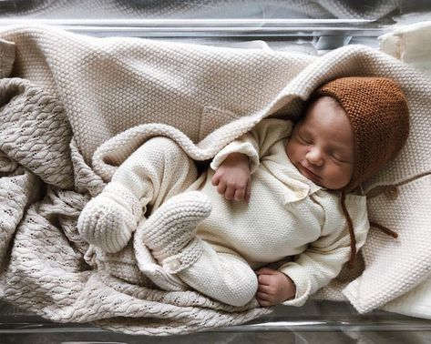 "Photo of Elodie – 30 on Instagram: ""Let's go home my sweet boy 🧡 29.10.2018 #babyspam . . . . . . #bebedu21novembre #judeloupbabyspam #newborn #mumofthree #bonton #kongessløjd…"""