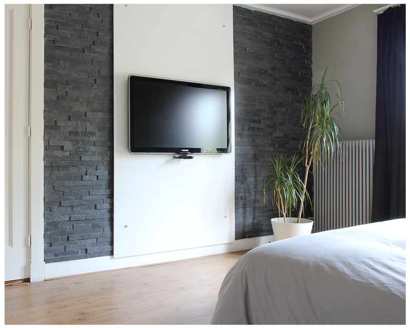 slaapkamer tv wand met steenstrips beautifully decorated. Black Bedroom Furniture Sets. Home Design Ideas